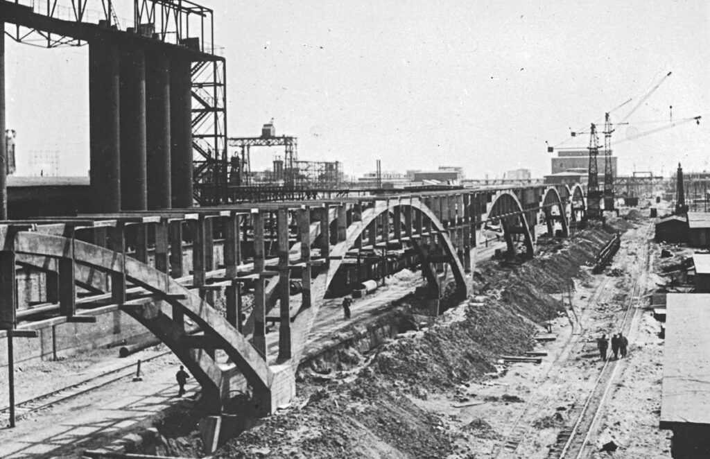 Construction of a pipeline flyover in 1942-1943. Collection: Bundesarchiv