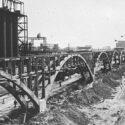 Constructie van een viaduct voor pijpleidingen in 1942-1943. Collectie: Bundesarchiv