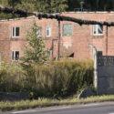 Fabrieksmuur rond het voormalige IG Farbencomplex. 2005-2009. Collectie: Hans Citroen