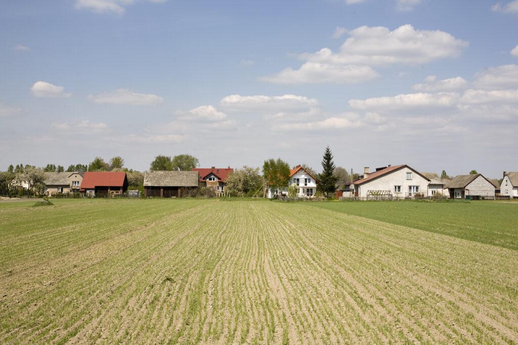 Vue sur Monowice, le petit village d'après-guerre construit sur les fondations du camp de concentration de Monowitz. Collection : Hans Citroen