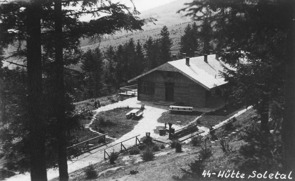 La Solahütte photographiée par Höcker, adjoint du commandant du camp Höss.Collection : United States Holocaust Memorial Museum