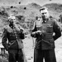 De gauche à droite : le docteur Mengele, les commandants du camp Höss, Kramer et Thumann. Collection : United States Holocaust Memorial Museum.