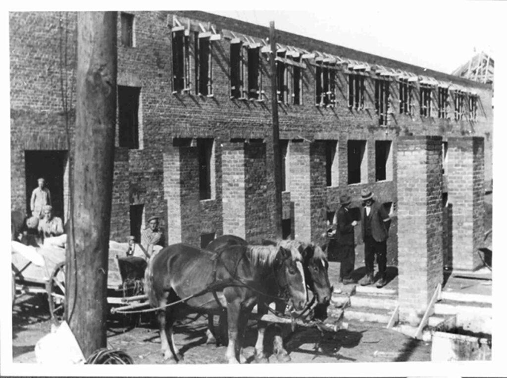 Constructiewerken voor de uitbreiding van het kamp in 1942-1943. Collectie: Archiwum Państwowe w Katowicach Oddział w Oświęcimiu