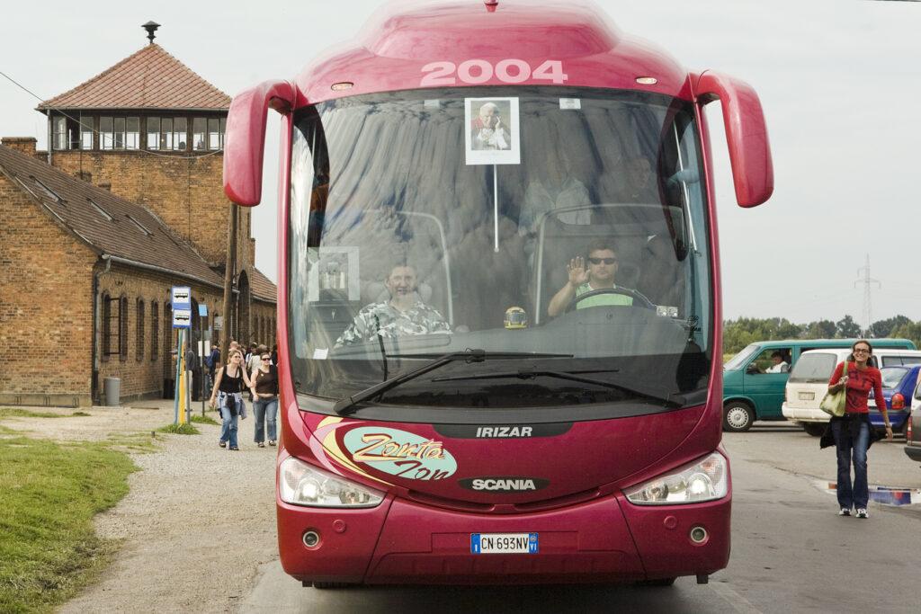 Touristes à Birkenau. Collection: Hans Citroen.